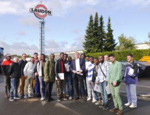 Geflüchtete Männer auf Betriebserkundung bei Fa. Laudon