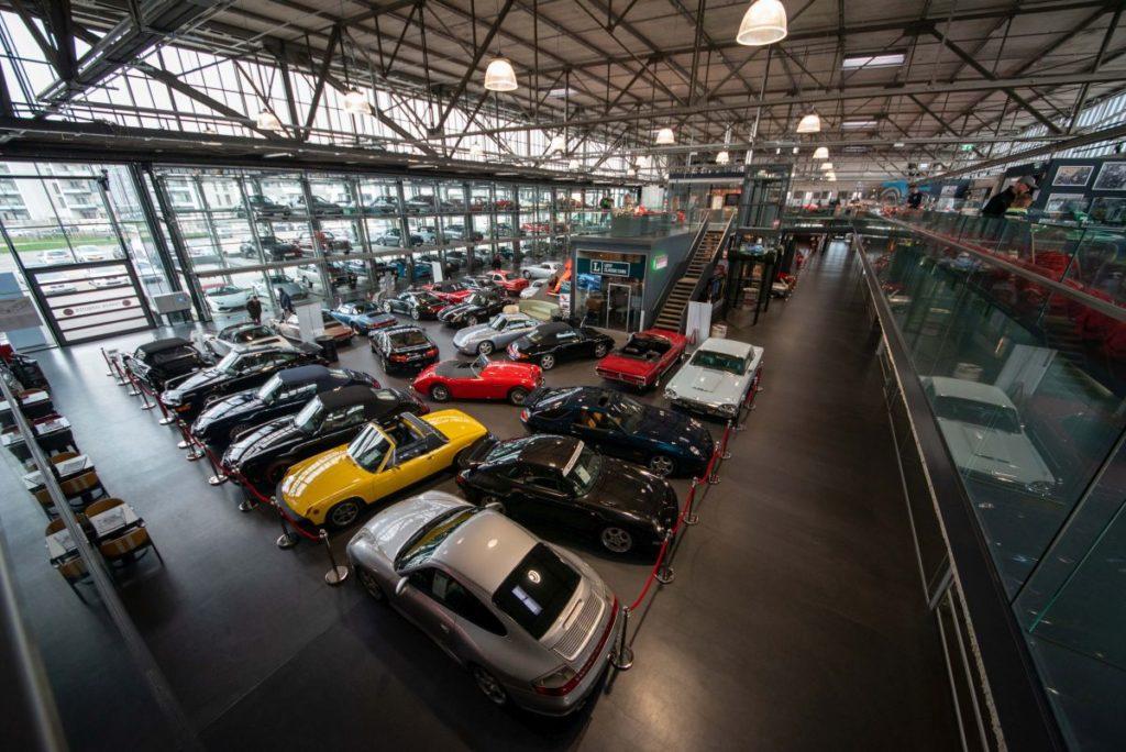 Halle der Motorworld-Ausstellung